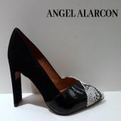 Un peu de féminité dans ce monde de brutes… L'escarpin d'Angel Alarcon vous attend😍🤩🤩 #shoes #fashionaddict #chaussuresfemme @angelalarcon_shoes