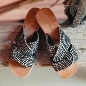 Commencez vraiment l'été avec cette mule en raphia bicolore toute jolie de Coco&Abricot 🤩😍🤩😍 #summer21 #fashion #womenshoes #beautiful #muleshoes www.balka.fr CocoAbricot